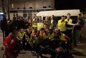 ultras-parisiens-distribution-de-repas-gratuits